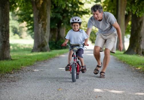 ездить на двухколесном велосипеде