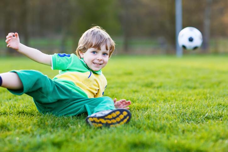 як навчити дитину грати в футбол